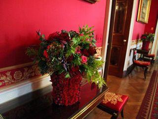 Original_White-House-Christmas-red-room-vase_s4x3_lg