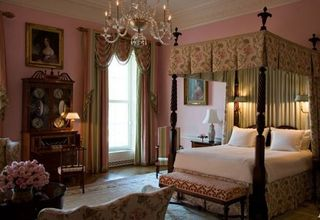 Queens bedroom for White House guests