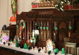 White-House-Gingerbread-House1-830x580